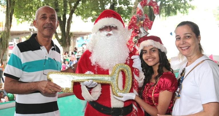 Sicomércio e Sesc, com apoio da CDL, realizam chegada do Papai Noel em Paraíba do Sul